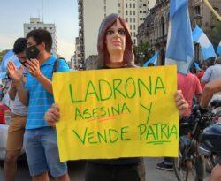 El Banderazo en Plaza Independencia. (Foto Twitter: Isaís Cisnero)