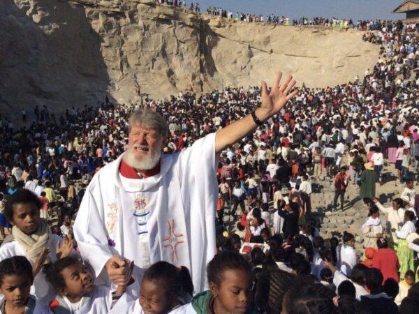 El sacerdote argentino Pedro Opeka fue nominado al Premio Nobel de la Paz
